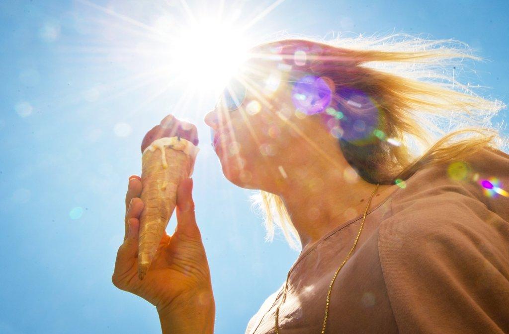 Ein leckeres Eis an einem heißen Sommertag ist eine süße Versuchung. Foto: dpa