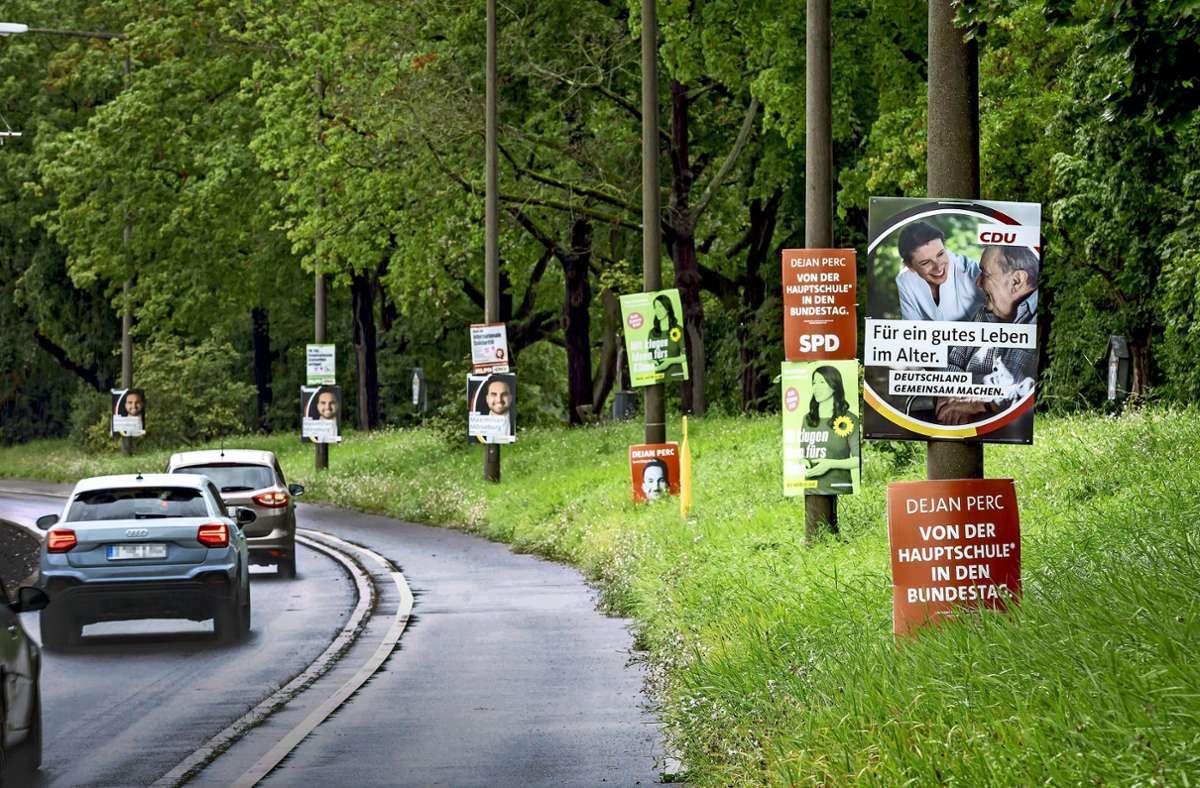 Die Kandidatinnen und Kandidaten buhlen um Aufmerksamkeit – viele Plakate säumen die Straßen in Stuttgart. Foto: Lichtgut/Julian Rettig