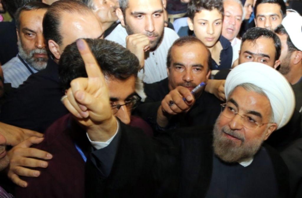 Hassan Ruhani (re.) verspricht Reformen. Foto: EPA