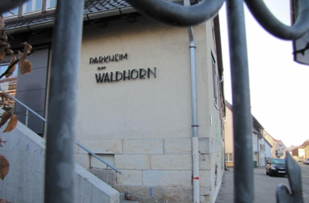 Dieses Gebäude an der Eichenparkstraße in Riedenberg wird abgerissen und durch ein neues ersetzt. Deshalb muss die Waldheim-Freizeit vorübergehend umziehen. Foto: Archiv Sägesser