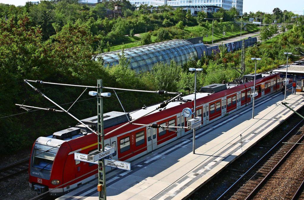 Wegen Bauarbeiten fahren die S-Bahnen in den Sommerferien anders. In Fahrtrichtung Stuttgart halten die Bahnen nicht im Österfeld und an der Universität. Foto: Kai Müller
