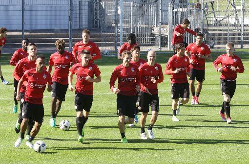 VfB Stuttgart trainiert in der Sonne