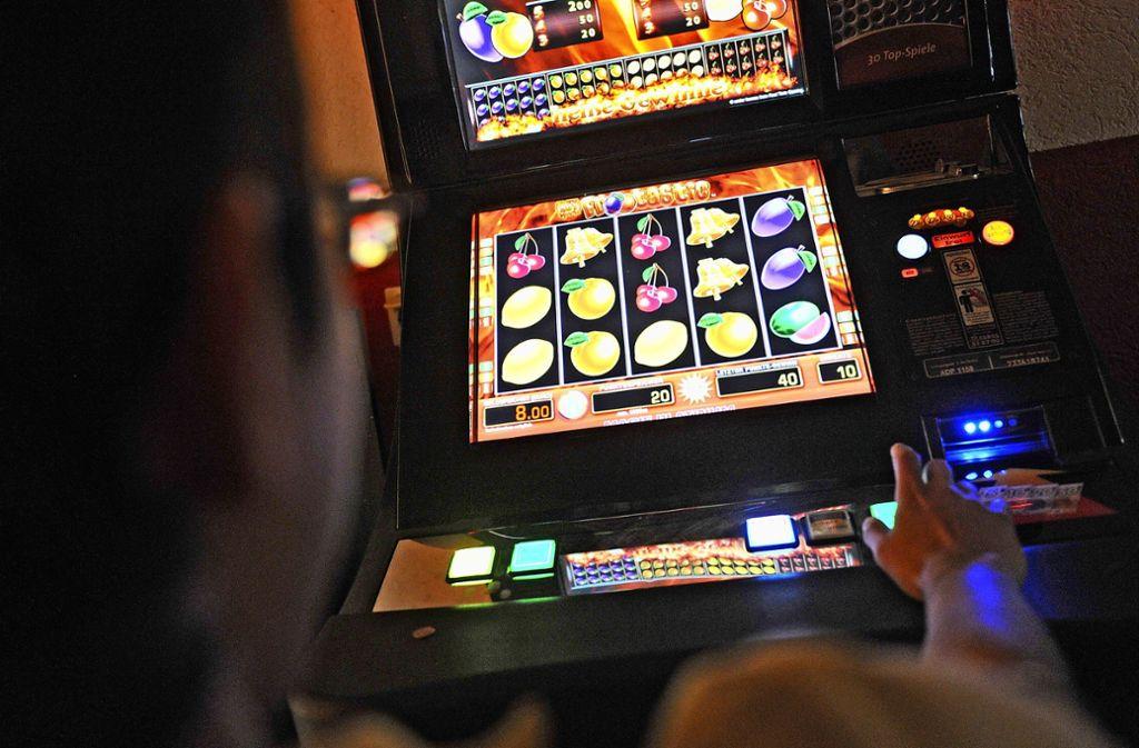"""3,3 Prozent der Finnen zeigen ein """"problematisches Spielverhalten"""". Foto: dpa/Marc Tirl"""