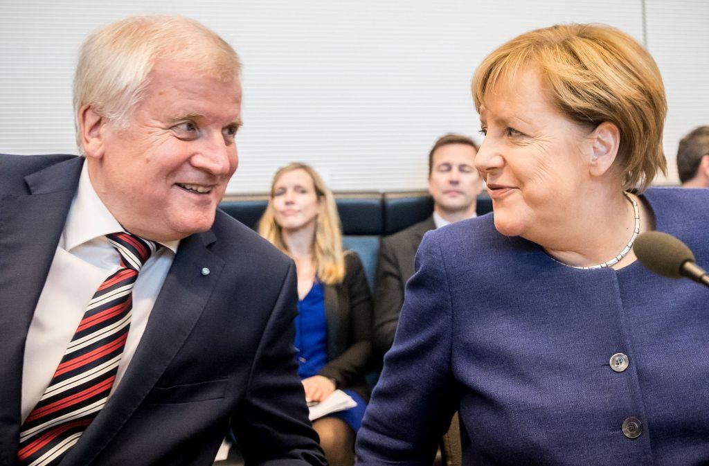 Bundeskanzlerin Angela Merkel (CDU) und CSU-Chef Horst Seehofer stehen intensive Verhandlungen über eine Obergrenze für Flüchtlinge in Deutschland bevor. Foto: dpa