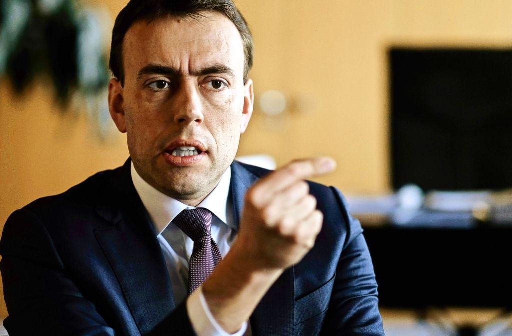 SPD-Landeschef Nils Schmid will sich in den Dienst seiner Partei stellen – und erst einmal weitermachen. Foto: Lichtgut/Leif Piechowski