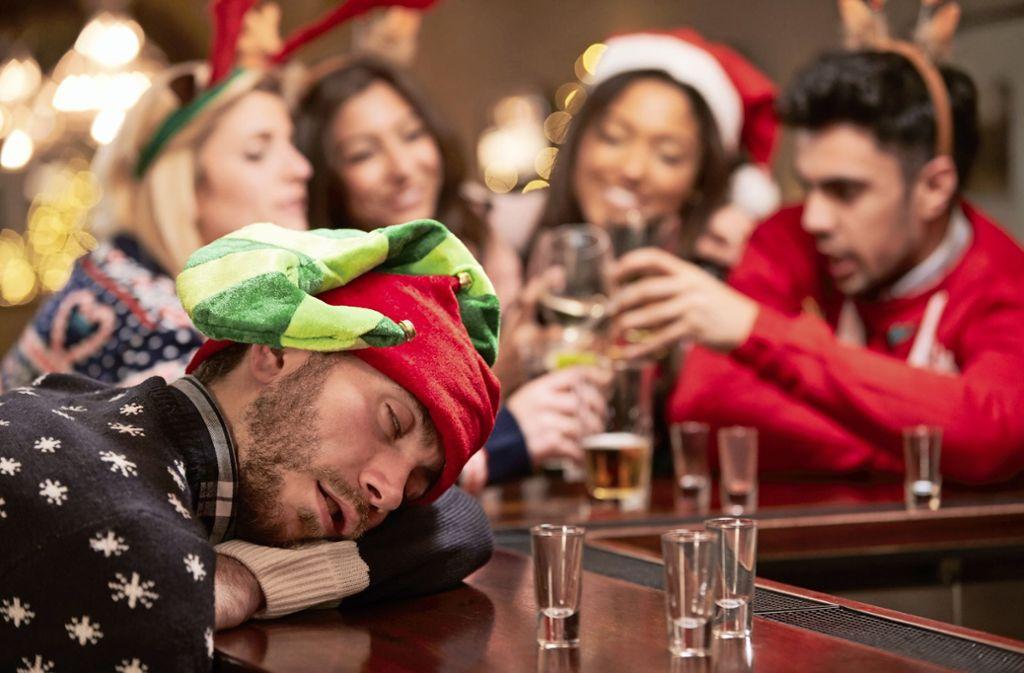 Bei Weihnachtsfeiern ist Vorsicht beim Alkohol geboten. Foto: /Monkey Business Images