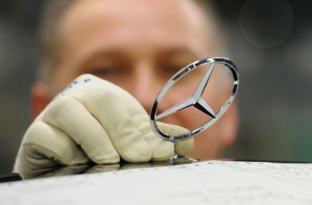 Der Mercedes Stern – hier ein Foto aus dem Werk Sindelfingen – ist in Baden-Württemberg längst zum Symbol von wirtschaftlicher Prosperität geworden. Foto: dpa