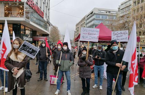 Demonstranten fordern mehr finanzielle Unterstützung in der Krise
