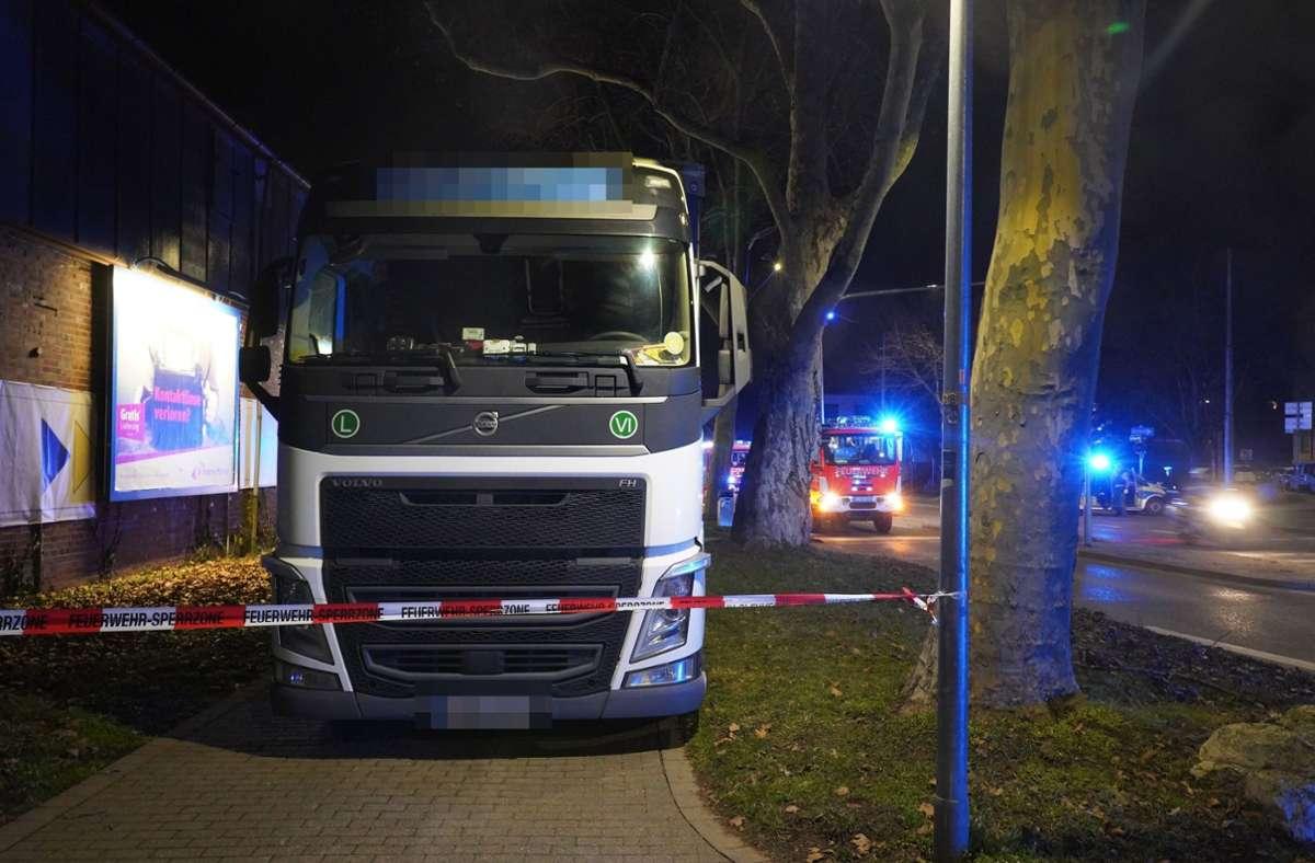 Der Lkw-Fahrer hatte die Kontrolle über sein Fahrzeug verloren. Foto: Andreas Rosar/Fotoagentur-Stuttgart