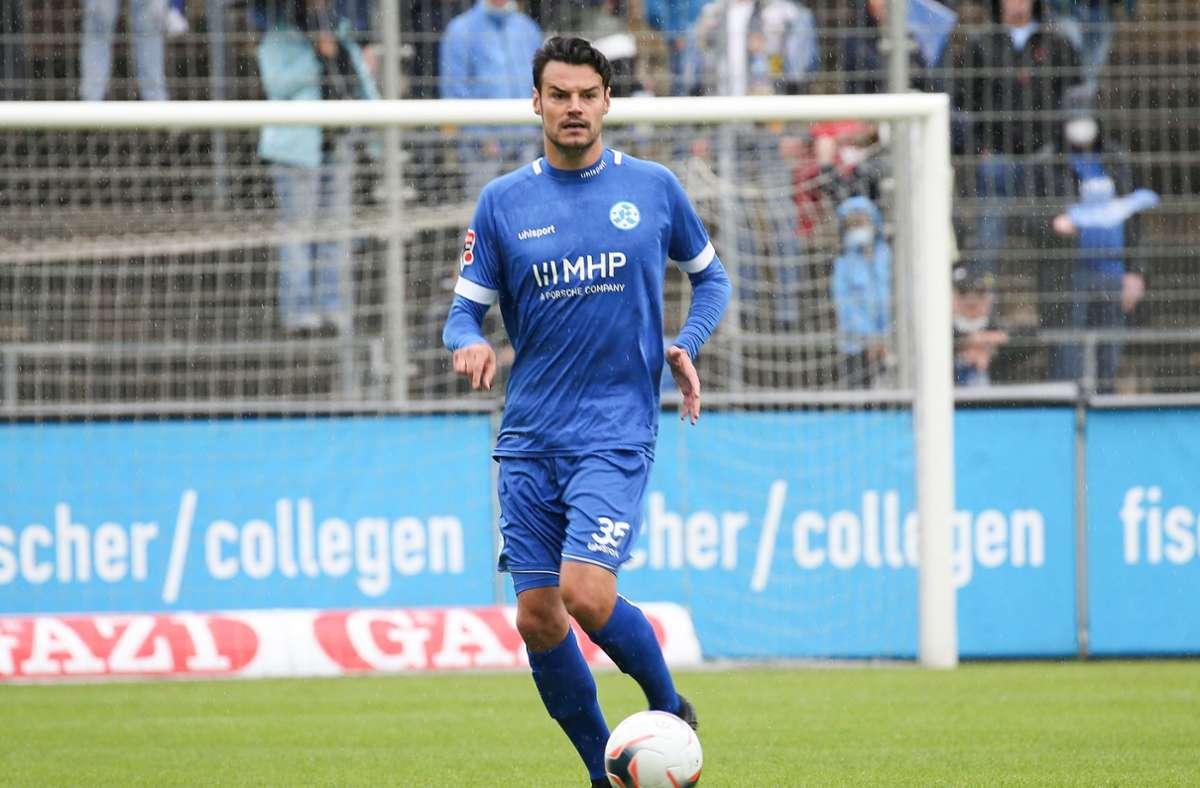 Julian Leist  und die Stuttgarter Kickers wollen am Samstag gegen die Sport-Union Neckarsulm wieder am Ball sein. Foto: Baumann/Alexander Keppler