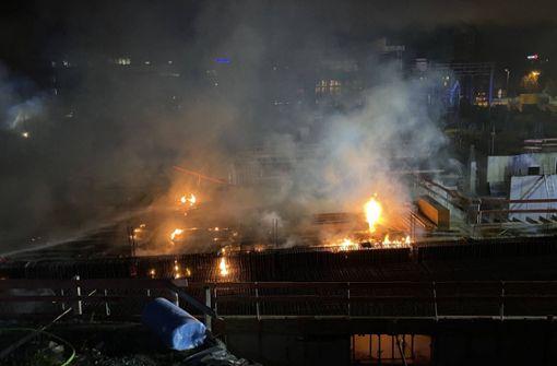 Großbrand auf Baustelle – schwieriger Einsatz für Feuerwehr