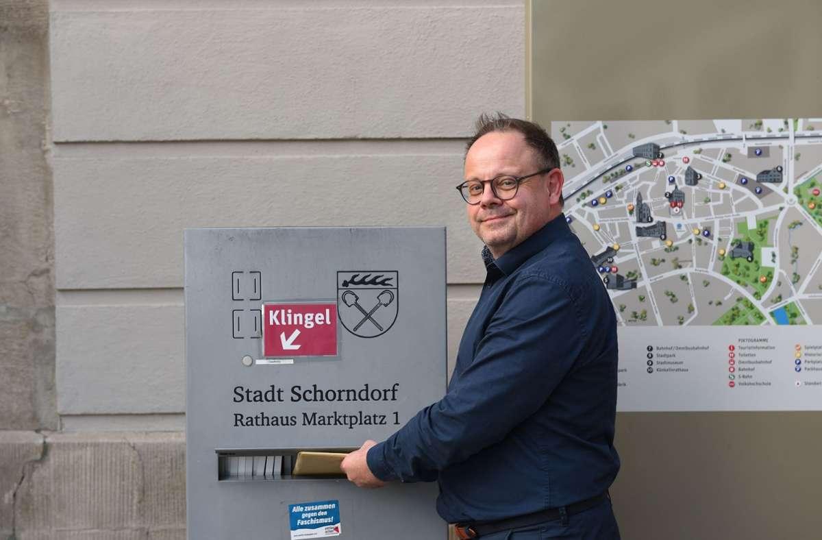 Bernd Hornikel hat am Dienstag seine Bewerbungsunterlagen in Schorndorf abgegeben. Foto: privat