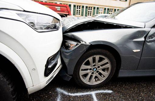 Verletzte bei Verkehrsunfall – Polizei sucht Zeugen