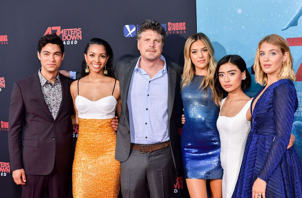Regisseur Roberts (3. v. l.) mit den Darstellern bei der Premiere in Los Angeles, Kalifornien. Foto: AFP