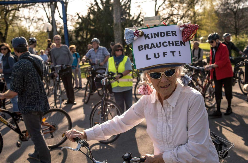 An zwei Terminen im Januar soll es auf der Bundesstraße 14 erneut Demonstrationen gegen die Schadstoffbelastung geben. Foto: Lichtgut/Max Kovalenko