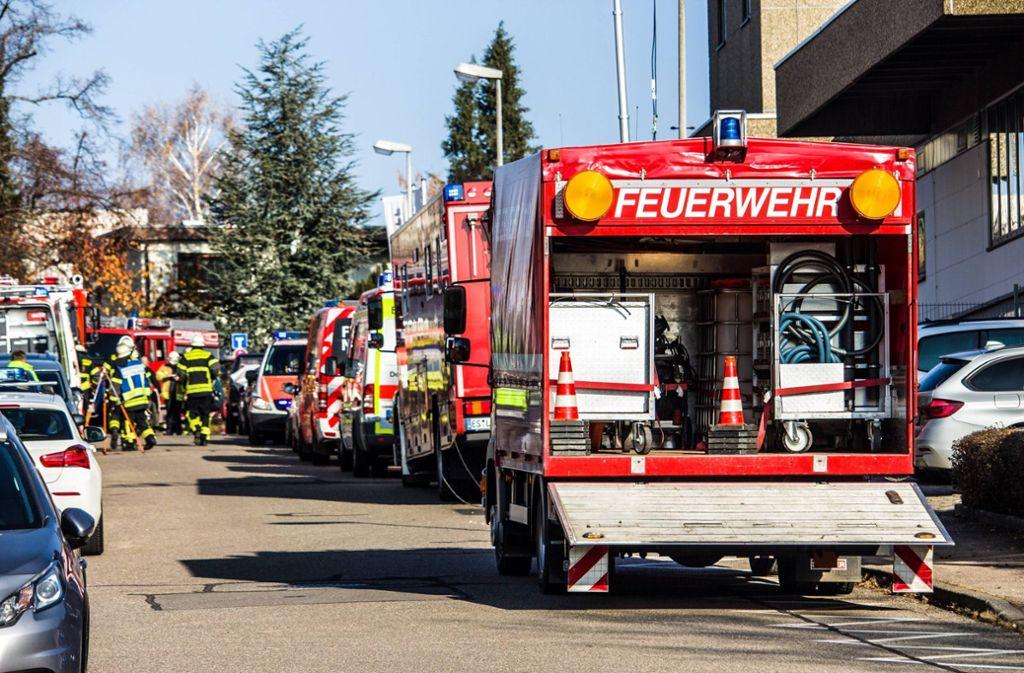 Die Feuerwehr war mit einem Großaufgebot zum Unglücksort in Neuhausen ausgerückt. Foto: 7aktuell