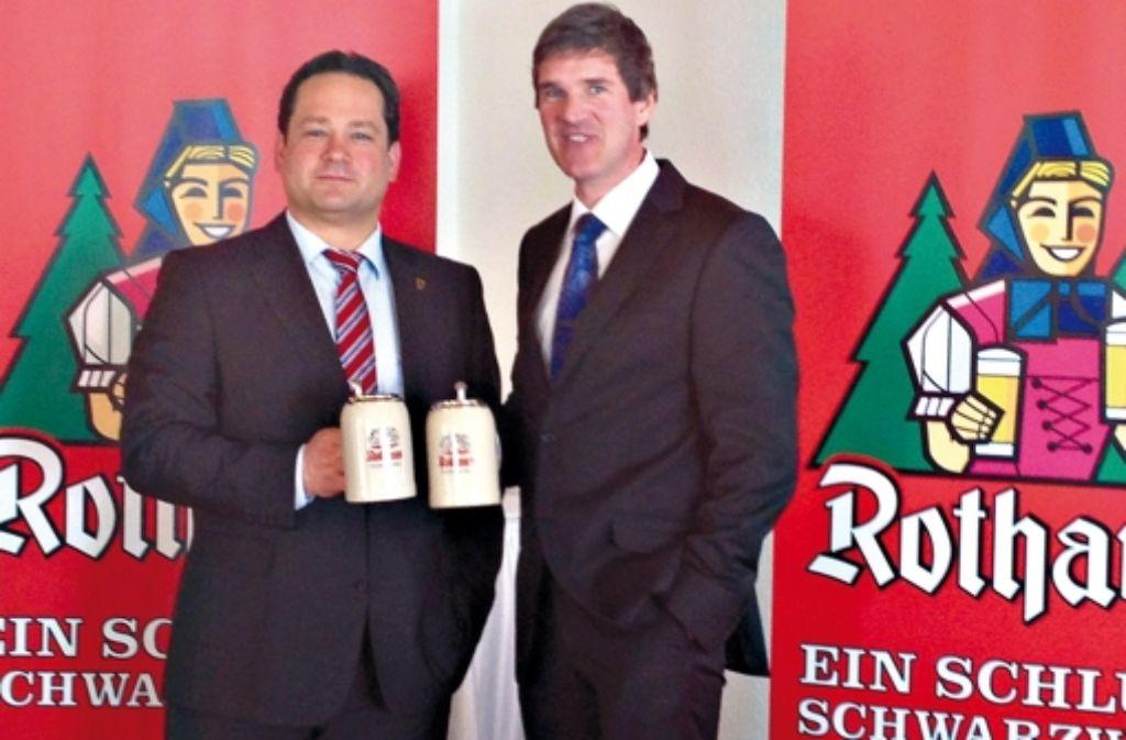 Christian Rasch (rechts; links: Verbraucherminister Alexander Bonde) wird neuer Alleinvorstand der Badischen Staatsbrauerei Rothaus Foto: Rothaus