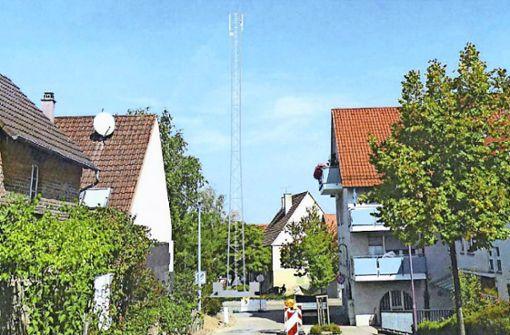 Ein hochhaushoher Gittermast für Handynutzer