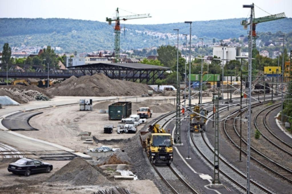 Hier am Nordbahnhof wird der Aushub auf Güterzüge verladen. Foto: Michael Steinert
