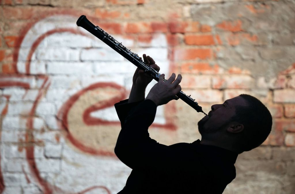 Freiberufliche Künstler wie dieser Oboist bangen derzeit ums Überleben. Foto: dpa/Michael Reichel