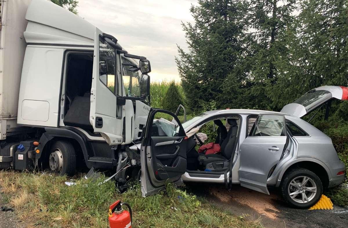 Der Lkw-Fahrer war bei einem Ausweichmanöver auf die Gegenspur geraten. Foto: SDMG/Hemmann