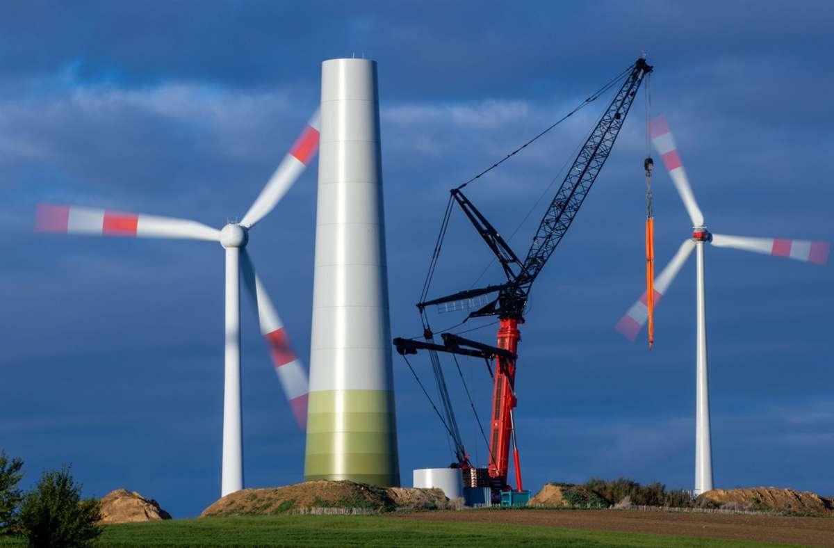 Der Ausbau der Windkraft stockt in Baden-Württemberg (Symbolbild). Foto: dpa/Jens Büttner
