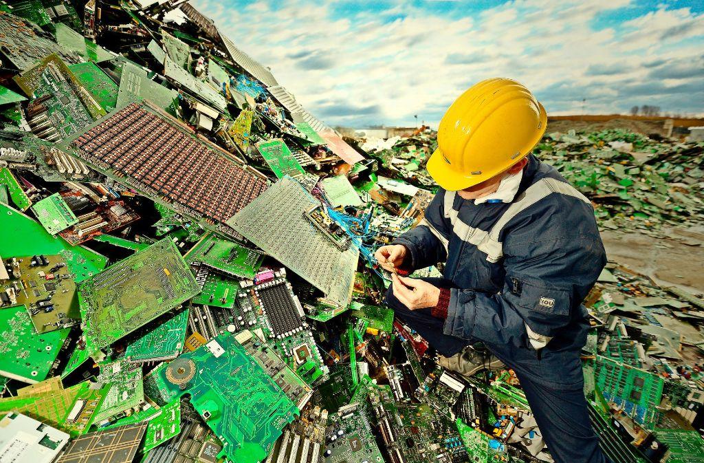 Weil  viele Haushaltsgeräte sich oft nicht mehr reparieren lassen, landen sie auf dem Elektroschrott. Dort werden sie ausgeschlachtet. Foto: Getty