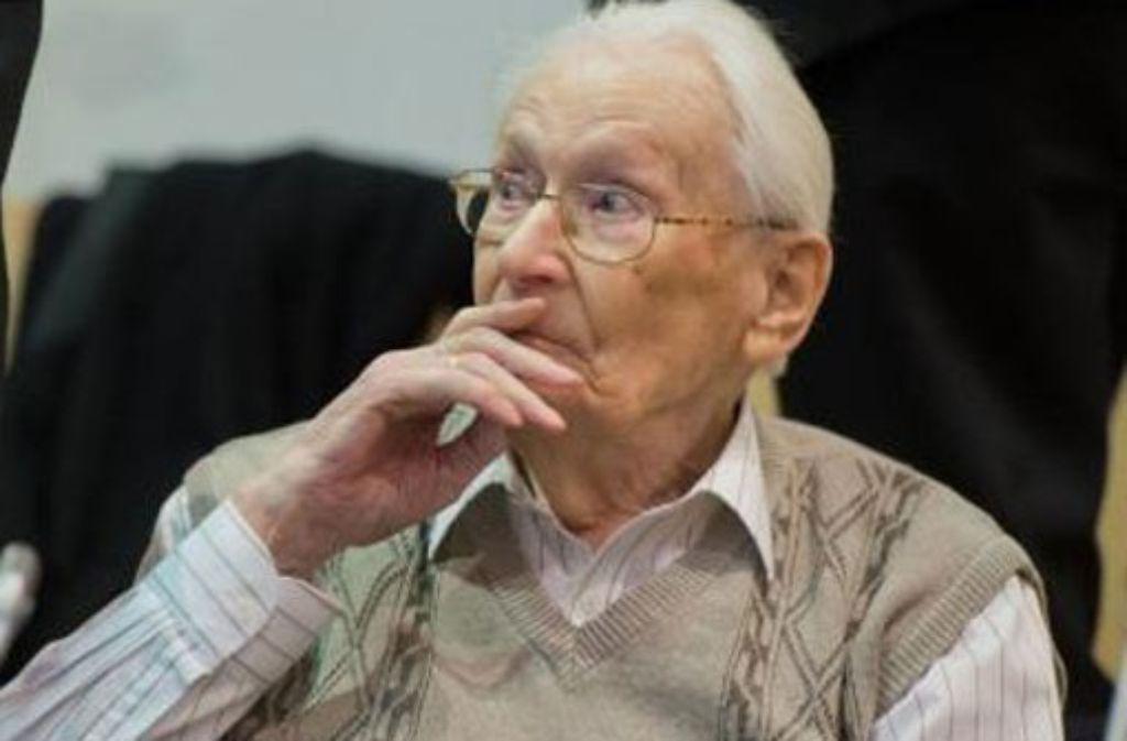 em heute 94-jährigen Angeklagten Oskar Gröning wird Beihilfe zum Mord in mindestens 300.000 Fällen vorgeworfen. Foto: dpa