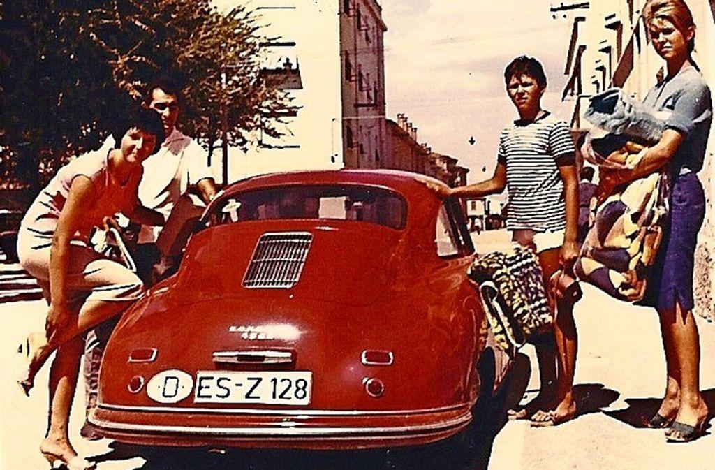 Die Stuttgarter Fotokünstlerin und Tierschützerin Silvie Brucklacher-Gunzenhäußer  (rechts) 1958 im Italienurlaub mit der FamilieSilvie Brucklacher Foto: Silvie Brucklacher-Gunzenhäußer