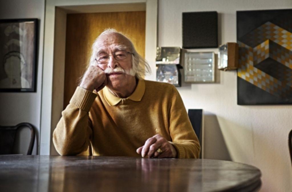 Kunstvoll: Pankau in seiner Wohnung im Bohnenviertel Foto: Heinz Heiss