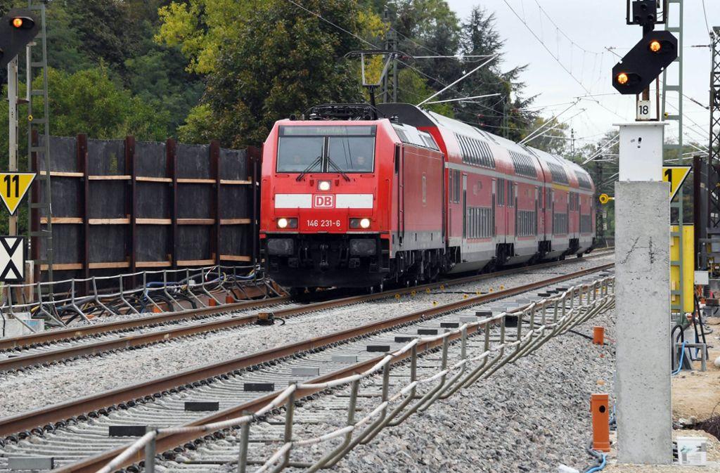 Wegen eines Unwetters ist der Bahnverkehr auf der stark befahrenen Rheintalbahn eingeschränkt. Foto: dpa