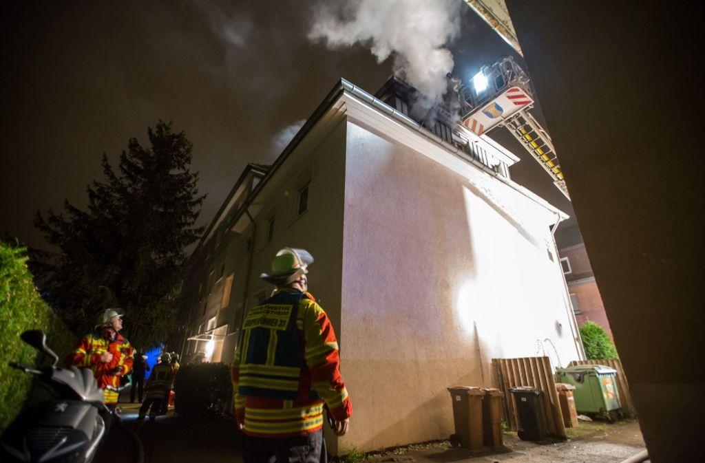 Die Feuerwerhr musste in Konwestheim ausrücken, weil die Matratze in einem Zimmer eines Mehrfamilienhaus brannte. Foto: 7aktuell.de/Simon Adomat