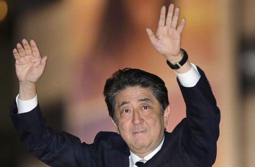 Haushoher Wahlsieg für Shinzo Abe