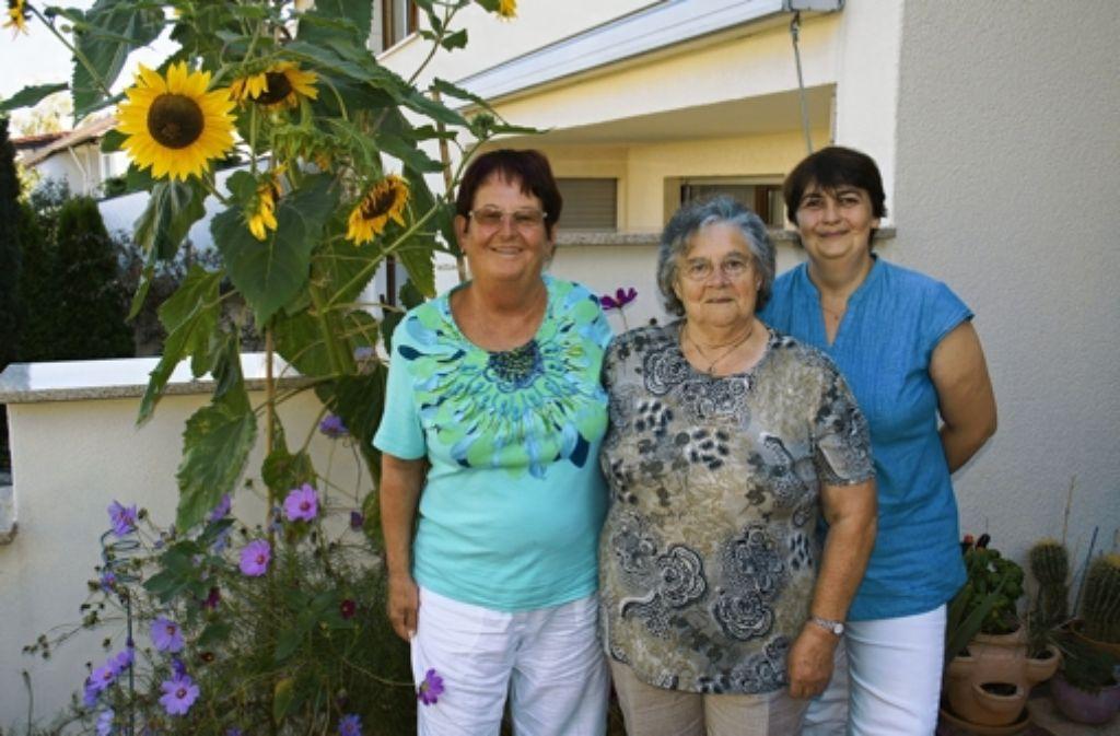 Gerda Kärcher, Barbara Schmitt und Birgit Färber (v.l.) sind seit vielen Jahren Mitglieder der Einwohnervereinigung. Foto: Leonie Hemminger