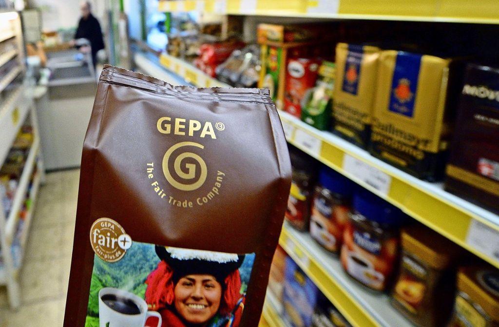 Ob Kaffee, Schokolade, Gewürze oder aber T-Shirts und Hosen – die Auswahl an fair gehandelten Produkten ist groß. Foto: dpa