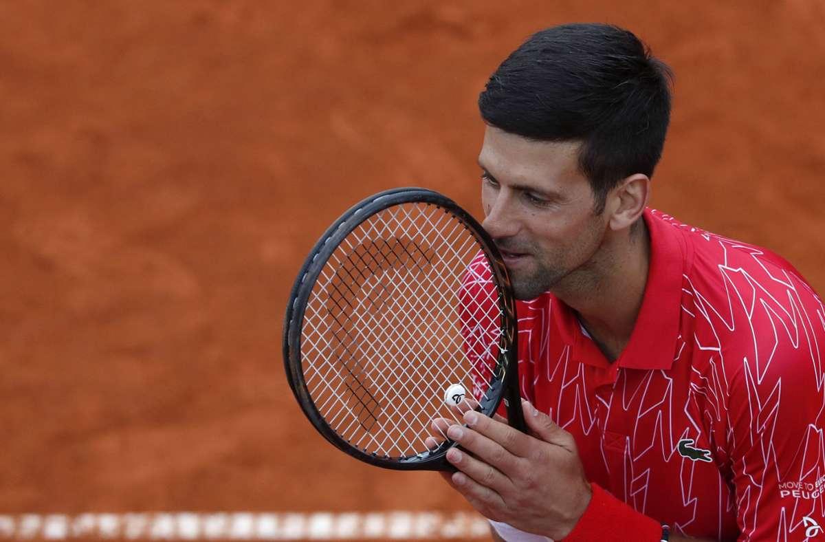 Novak Djokovic muss 14 Tage in Quarantäne. Foto: AP/Darko Vojinovic