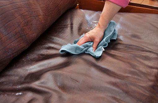 Fett- und Ölflecken aus Leder entfernen