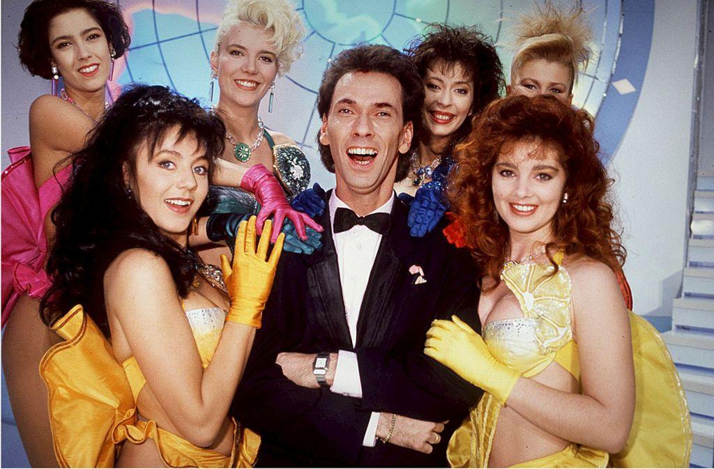 Hugo Erwin Balder im Kreis seiner Studioschönheiten: Er hatte die Show-Idee an RTL herangetragen. Foto: imago/teutopress