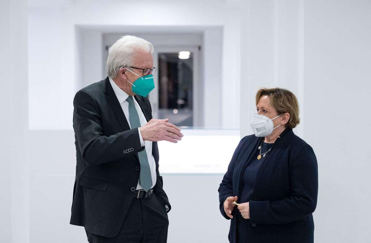 Winfried Kretschmann (Grüne) und Susanne Eisenmann (CDU) sind Gegner im Wahlkampf in Baden-Württemberg. (Archivbild) Foto: dpa/Marijan Murat
