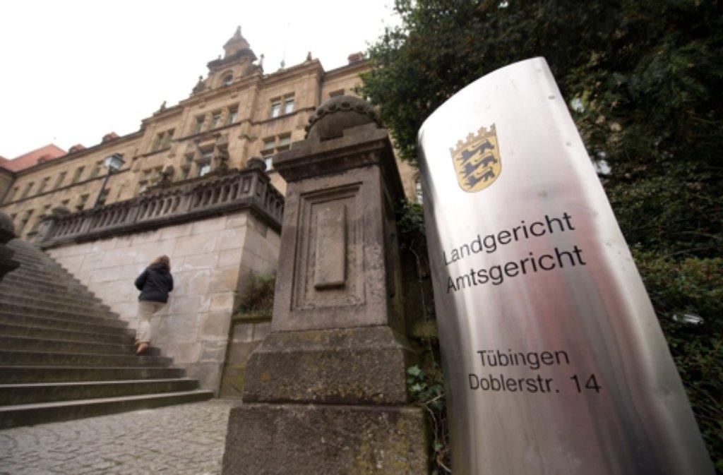 Vor dem Landgericht in Tübingen geht es um die Gruppenvergewaltigung einer 24-Jährigen. Foto: dpa