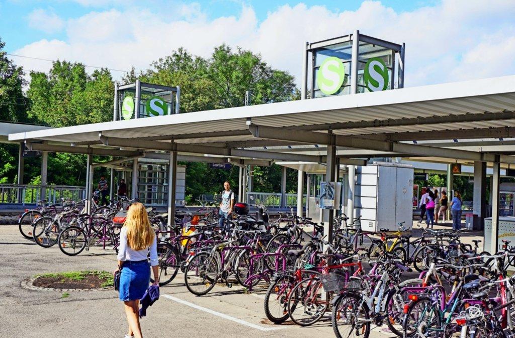 Die rund 200 Fahrradständer am Leonberger Bahnhof werden im nächsten Jahr erneuert. Foto: Otto/LKZ