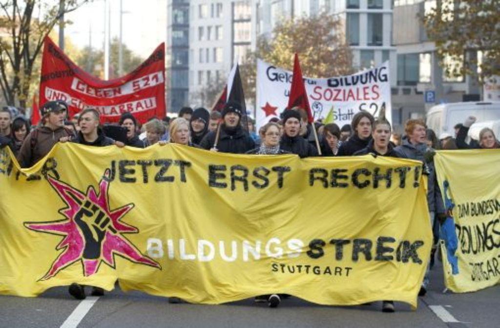 Rund hundert Demonstranten sind gestern durch die City gezogen. Foto: factum/Granville