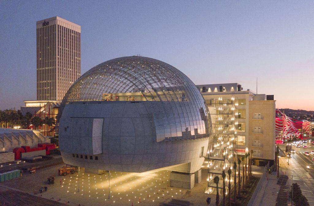 Spacig: Die Glaskuppel des neuen Academy-Museums in Los Angeles haben die Ingenieure von Knippers Helbig aus Stuttgart konstruiert. Foto: Patrick W. Price