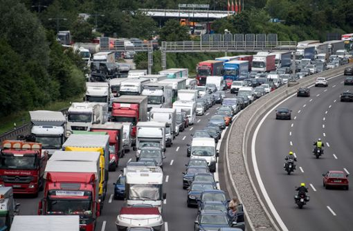 Autobahn und Bahnstrecke wegen Bauarbeiten gesperrt