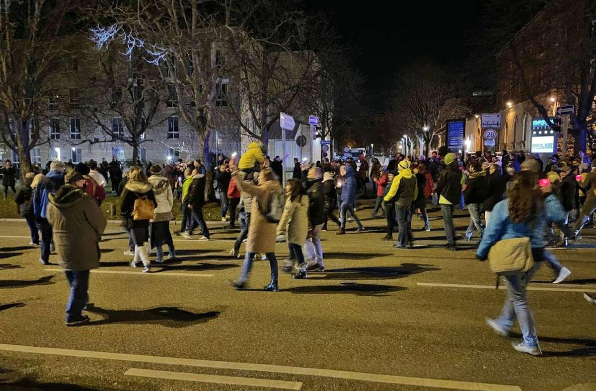 Mehrere Hundert Menschen zogen am Freitagabend gemeinsam durch Ludwigsburg. Foto: 7aktuell.de/Nils Reeh/7aktuell.de | Nils Reeh