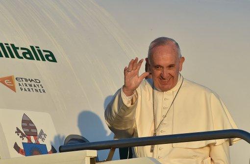 Papst Franziskus reist zu Schutzsuchenden