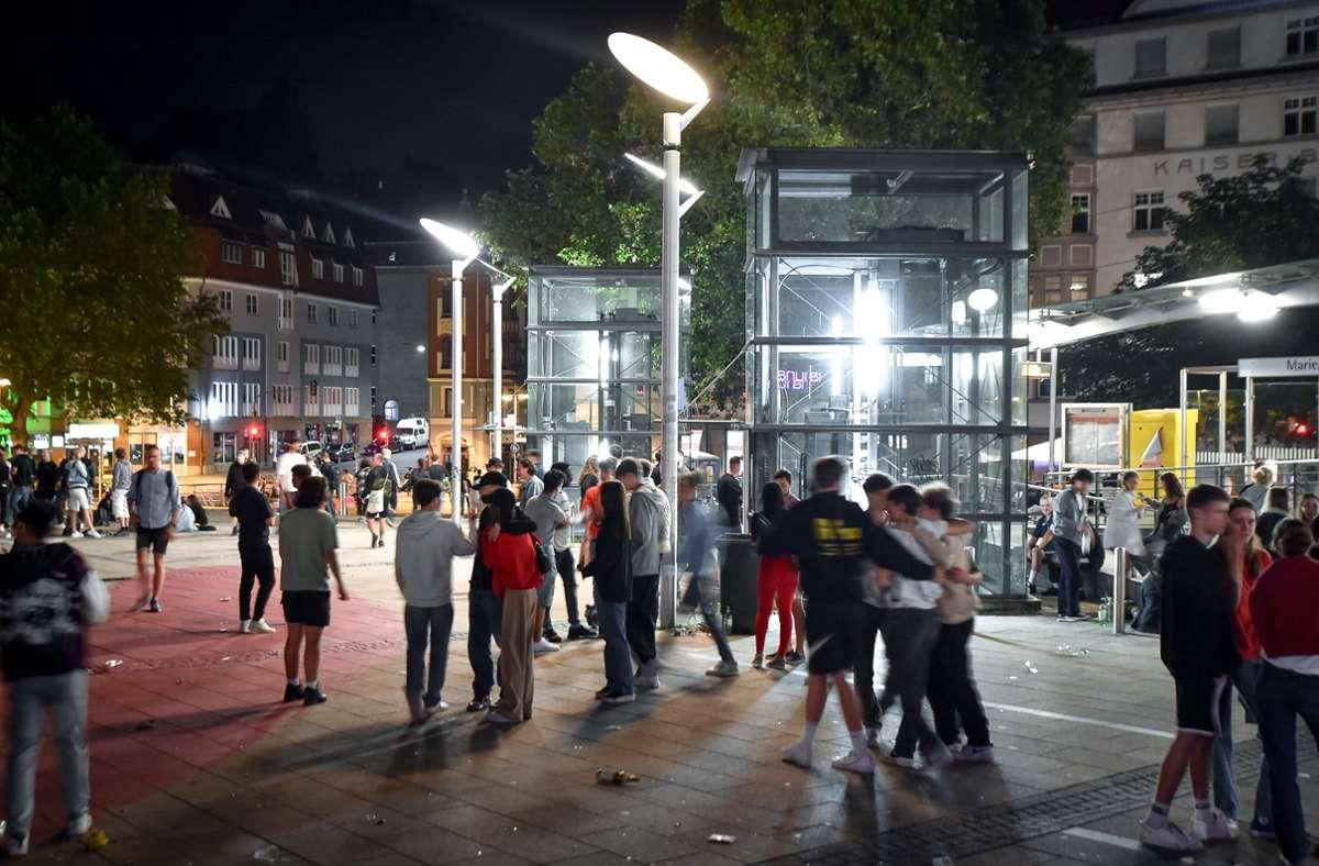 Auch auf dem Stuttgarter Marienplatz ist in der Nacht zum Samstag bis Mitternacht gefeiert worden. Foto: Lichtgut - Ferdinando Iannone