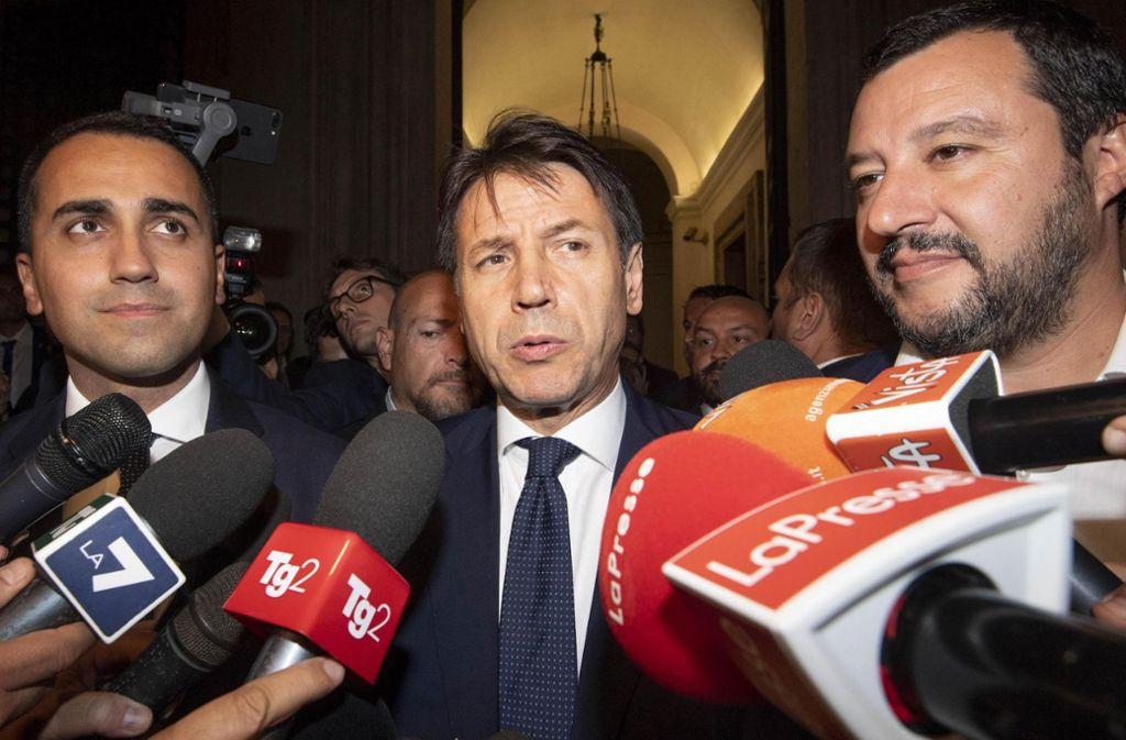 Die politischen Führungsfiguren in Rom (von links nach rechts): der stellvertretende Ministerpräsident und Arbeits- und Industrieminister Luigi Di Maio, Premierminister Giuseppe Conte und der stellvertretende Ministerpräsident und Innenminister Matteo Salvini Foto: AP