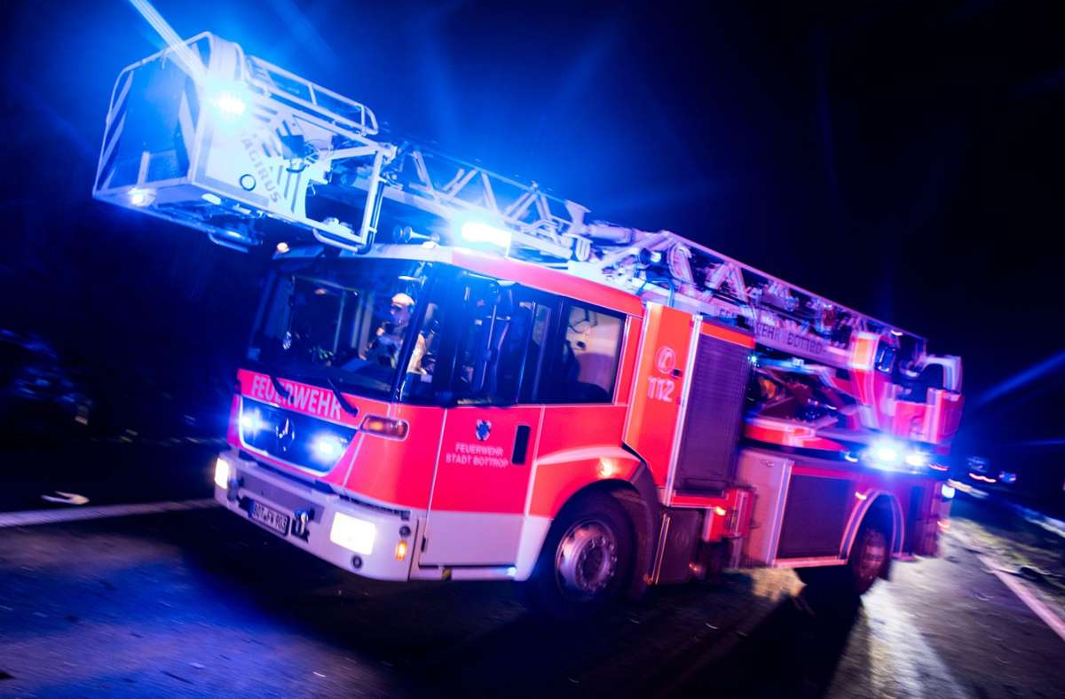 Die Feuerwehr Kirchheim war mit drei Fahrzeugen und 20 Einsatzkräften vor Ort und hatte  den Brand schnell im Griff (Symbolfoto). Foto: picture alliance/dpa/Marcel Kusch