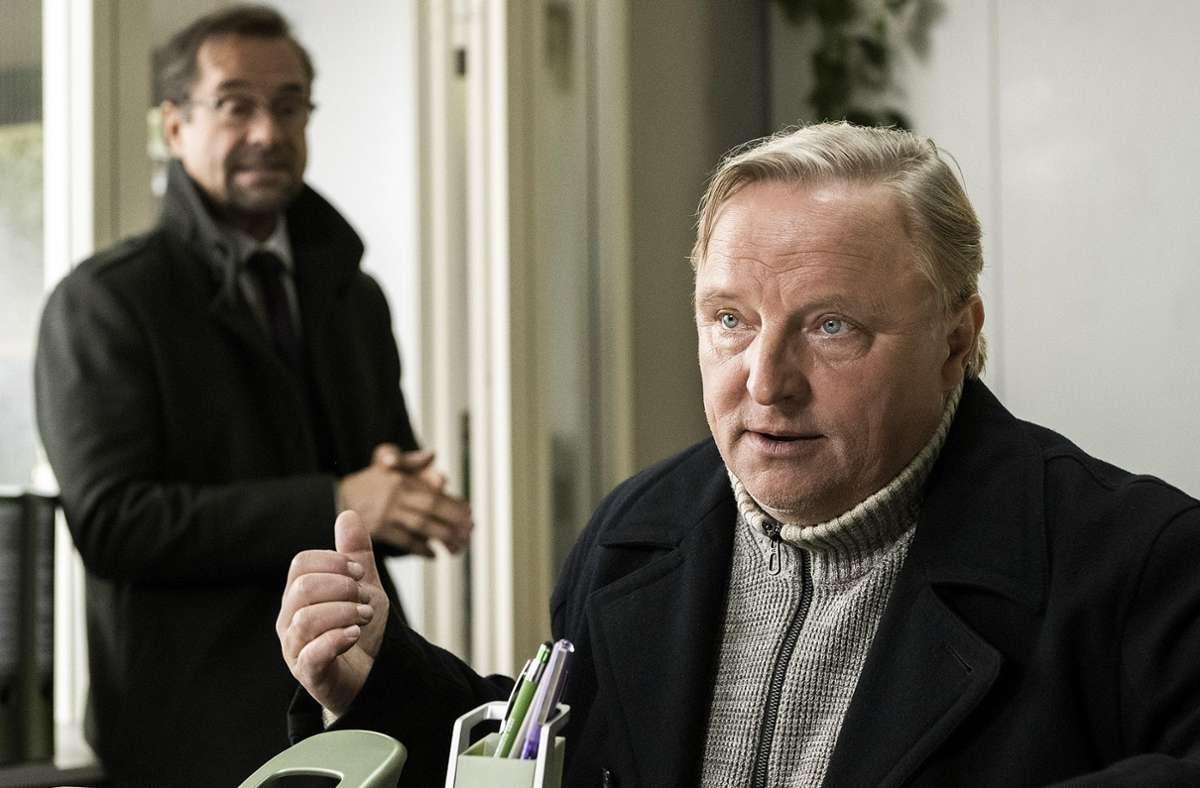 Kommissar Thiel (Axel Prahl, re.) ist wie so oft genervt von  Rechtsmediziner Boerne (Jan Josef Liefers). Foto: WDR/Martin Valentin Menke